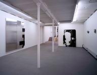 """Galerie Mark Müller, Zürich, """"Senderöhren und Schallschatten"""", 2009.  Foto: Heinrich Helfenstein, Zürich"""